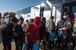 Š Licensed to London News Pictures. 24/10/2015. Brezice, Slovenia. Migrants are boarding busses at the camp in Brezice. Photo: Marko Vanovsek/LNP