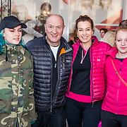 NLD/Rotterdam/20170319 - inloop De Marathon de Musical, henk Poort en partner Marjolein Keuning en kinderen Lana, Suze