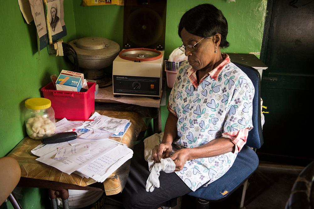 Projet ACOSME pour la santé mère-enfant en Haïti (projet de l'USI et du CECI, financement AMC). Visite du dispensaire St-Louis. Département du Nord.