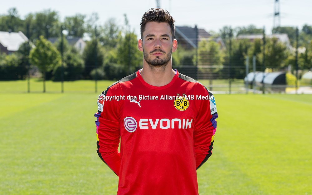 German Bundesliga - Season 2016/17 - Photocall Borussia Dortmund on 17 August 2016 in Dortmund, Germany: Goalkeeper Roman Buerki. Photo: Guido Kirchner/dpa | usage worldwide