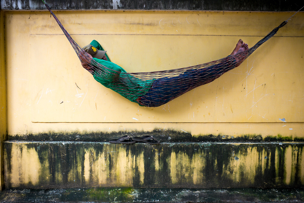 2 p.m in Phnom Penh, Cambodia. Khmer people enjoy very much sleep and rest on the hammock whenever is possible.<br />