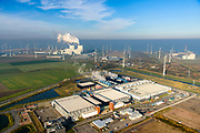 Nederland, Groningen, Eemshaven, 04-11-2018; Google datacentre. De servers hosten onder andere Gmail, Maps en YouTube. Het datacentrum wordt aan de lucht gekoeld, getuige de stoom. In de achtergrond de Eemshaven met de kolengestookte elektriciteitscentrale RWE-Essent.<br /> Google data center in the nearby Eemshaven.<br /> luchtfoto (toeslag op standaard tarieven);<br /> aerial photo (additional fee required);<br /> copyright&copy; foto/photo Siebe Swart