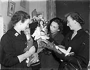 10/11/1952<br /> 11/10/1952<br /> 10 November 1952<br /> Franciscan toy competition at the Franciscan Friary, Merchants Quay, Dublin. Picture shows visitors examining the toys for the competition.