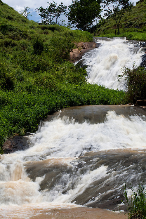 Irupi_ES, Brasil...Cachoeira ao lado de trecho da rota imperial...A waterfall next to the Ancient Rota Imperial...Foto: LEO DRUMOND / NITRO