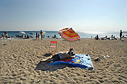 Griekenland, Athene, 5-7-2008Zon, zee, strand,zonnebaden,zwemmen,luieren,vakantie,pensioen,kanker,huidkankerSun,sea,beach,sunbathing,cancer,skin,skincancer,pension,retirement,relaxingFoto: Flip Franssen