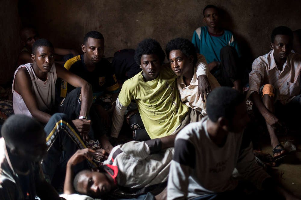 09/10/2013. Bangassou. Republique Centrafricaine. Plus d'une vingtaine d'éléments de la Seleka sont détenus depuis quatre jours. Ils revendiquent leur liberté en avançant qu'ils ne faisait qu'obéir aux ordres. Bien que les Seleka coupables des exactions soient détenus les tensions entre chrétiens et musulmans sont encore présentes. ©Sylvain Cherkaoui/Cosmos