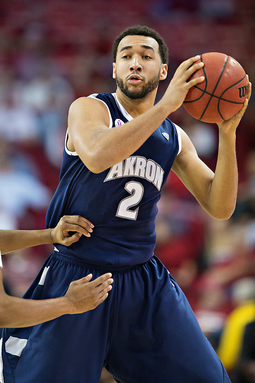 FAYETTEVILLE, AR - NOVEMBER 18:  Kwan Cheatham Jr. #2 of the Akron Zips looks to make a pass during a game against the Arkansas Razorbacks at Bud Walton Arena on November 18, 2015 in Fayetteville, Arkansas.  The Zips defeated the Razorbacks 88-80.  (Photo by Wesley Hitt/Getty Images) *** Local Caption *** Kwan Cheatham