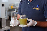 Foto di Donato Fasano Photoagency, nella foto : 13 07 2009 Bari Fluidotecnica zona industriale inventori della macchina che scinde l'olio dall'acqua nella foto l'acqua ed il gasolio separato dall'acqua