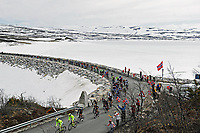 Sykkel<br /> Tour of Norway 2015<br /> Foto: imago/Digitalsport<br /> NORWAY ONLY<br /> <br /> Das Fahrerfeld durchquert die norwegische Landschaft auf der 4.Etappe 2015 und passiert den Eissee und die Talsperre bei Soenstevatn - Landschaft - Landscape - Impression - Illustration - Aktion - Rennszene - Querformat - quer - horizontal - Event / Veranstaltung: Tour of Norway - Norwegen Rundfahrt 2015 - Stage 4 / 4.Etappe: Rjukan nach Geili 168.3 km - Location / Ort: Geilo - Norway - Norwegen - Europe - Europa - Date / Datum: 23.05.2015