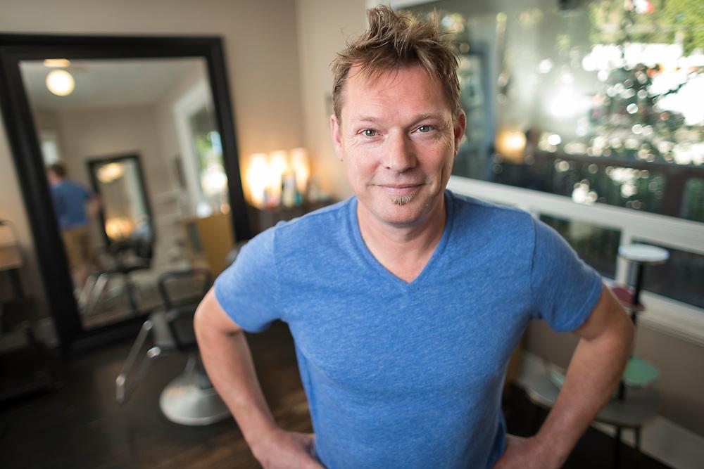 Jeff Altenburg's Shampoo Planet in London Ontario, Thursday,  October 5, 2017.<br /> Business London/ Geoff Robins