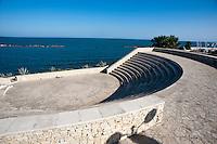 Sul lungomare di Bisceglie, adiacente alla costa, sorge un anfiteatro