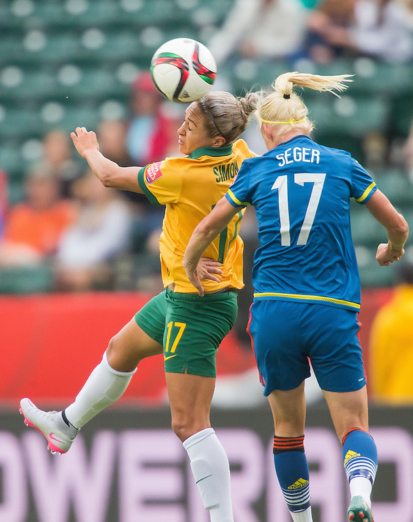 Australia's Kyah Simon (L) heads the ball under pressure from Sweden's Caroline Seger during their Group D match at the FIFA Women's World Cup in Edmonton, Canada on June 16, 2015.   AFP PHOTO/GEOFF ROBINS