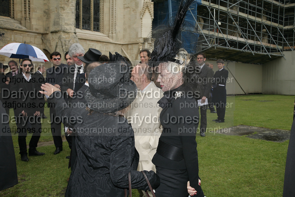 Daphne Guinness, Funeral for Isabella Blow. Gloucester Cathedral. 15 May 2007.  -DO NOT ARCHIVE-© Copyright Photograph by Dafydd Jones. 248 Clapham Rd. London SW9 0PZ. Tel 0207 820 0771. www.dafjones.com.