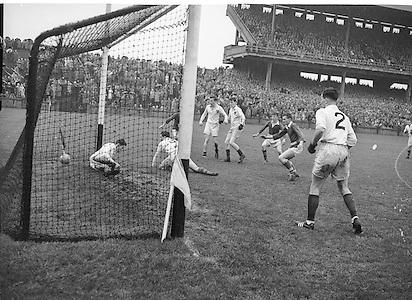 Neg no:.A789/43903-04404...24081958AISFCSF.24.08.1958...All Ireland Senior Football Championship - Semi-Final..Derry.02-06.Kerry.02-05.. .