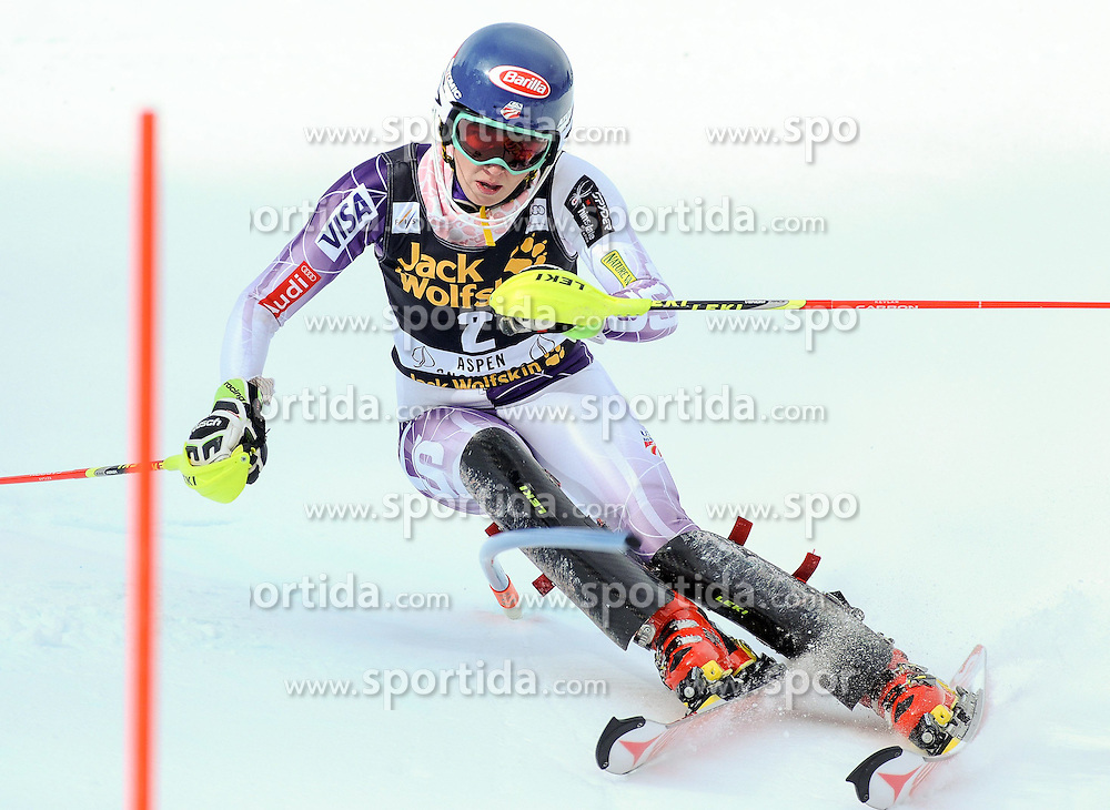 30.11.2014, Aspen Mountain Course, Aspen, USA, FIS Weltcup Ski Alpin, Aspen, Slalom, Damen, 1. Lauf, im Bild Marie-Michele Gagnon (CAN) // Mikaela Shiffrin of the USA in action during 1st run of ladies Slalom of FIS Ski Alpine Worldcup at the Aspen Mountain Course in Aspen, Canada on 2014/11/30. EXPA Pictures © 2014, PhotoCredit: EXPA/ Erich Spiess