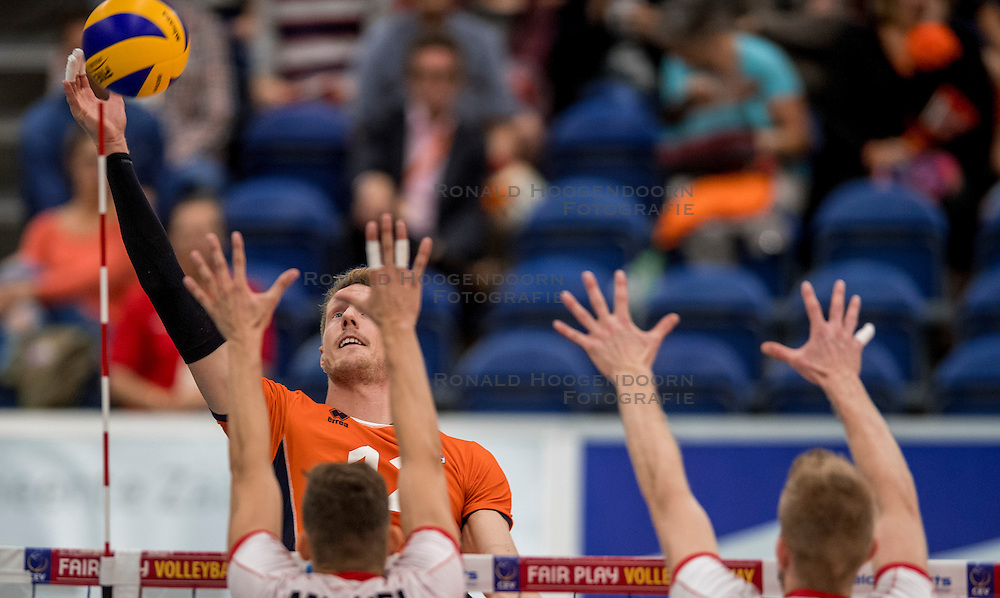 23-09-2016 NED: EK Kwalificatie Nederland - Oostenrijk, Koog aan de Zaan<br /> Nederland pakt de eerste set 25-17 / Kay van Dijk #12