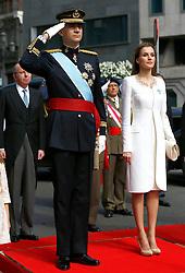 19.06.2014, Plaza De Oriente, Madrid, ESP, Inthronisierung, König Felipe VI, Ankunft im spanischen Abgeordnetenhaus, im Bild King Felipe VI of Spain and Queen Letizia // during the Enthronement ceremonies of King Felipe VI at the Plaza De Oriente in Madrid, Spain on 2014/06/19. EXPA Pictures © 2014, PhotoCredit: EXPA/ Alterphotos/ EFE/Pool<br /> <br /> *****ATTENTION - OUT of ESP, SUI*****