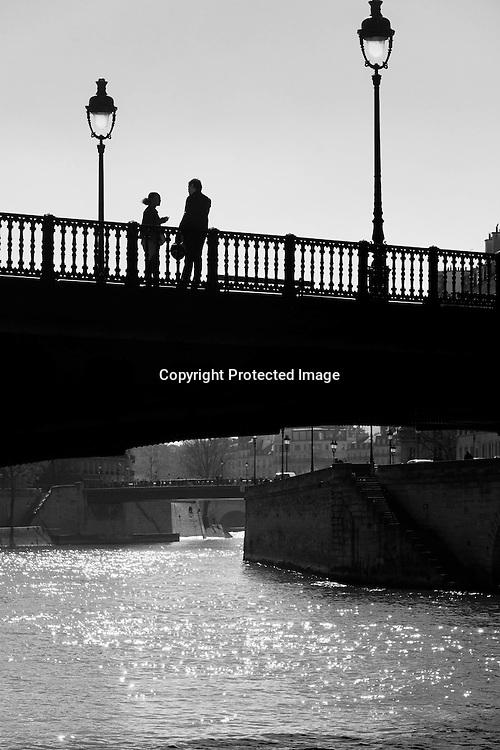 France. Paris. 1st district. the Arcole bridge .  Ile de la Cite, Paris, France. T / le pont d'Arcole sur la Seine