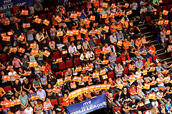 20150620 NED: World League Nederland - Portugal, Groningen<br /> De Nederlandse volleyballers hebben in de World League het vierde duel met Portugal verloren. Na twee uitzeges en de 3-0 winst van vrijdag boog de ploeg van bondscoach Gido Vermeulen zaterdag in Groningen met 3-2 voor de Portugezen: (25-15, 21-25, 23-25, 25-21, 11-15) / Oranje support, publiek, block