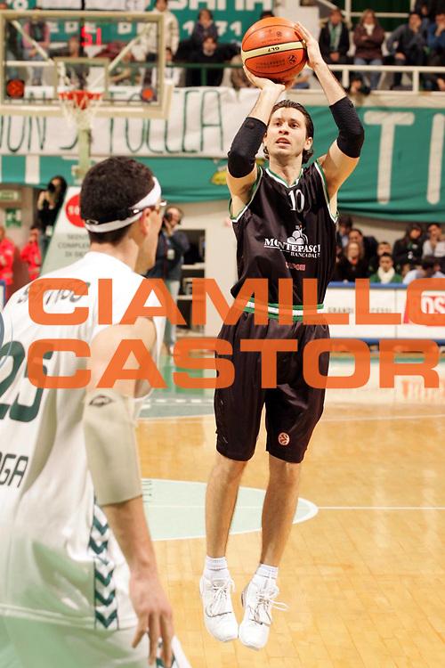DESCRIZIONE : Siena Eurolega 2005-06 Montepaschi Siena Unicaja Malaga <br /> GIOCATORE : Pecile <br /> SQUADRA : Montepaschi Siena <br /> EVENTO : Eurolega 2005-2006 <br /> GARA : Montepaschi Siena Unicaja Malaga <br /> DATA : 19/01/2006 <br /> CATEGORIA : Tiro <br /> SPORT : Pallacanestro <br /> AUTORE : Agenzia Ciamillo-Castoria/P.Lazzeroni <br /> Galleria : Eurolega 2005-2006 <br /> Fotonotizia : Siena Eurolega 2005-2006 Montepaschi Siena Unicaja Malaga <br /> Predefinita :