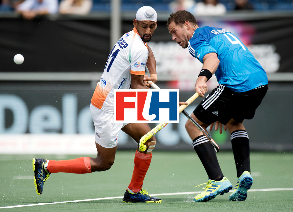 BREDA - Rabobank Hockey Champions Trophy<br /> India - Argentina<br /> Photo: Mandeep Singh and Juan Gilardi.<br /> COPYRIGHT WORLDSPORTPICS FRANK UIJLENBROEK