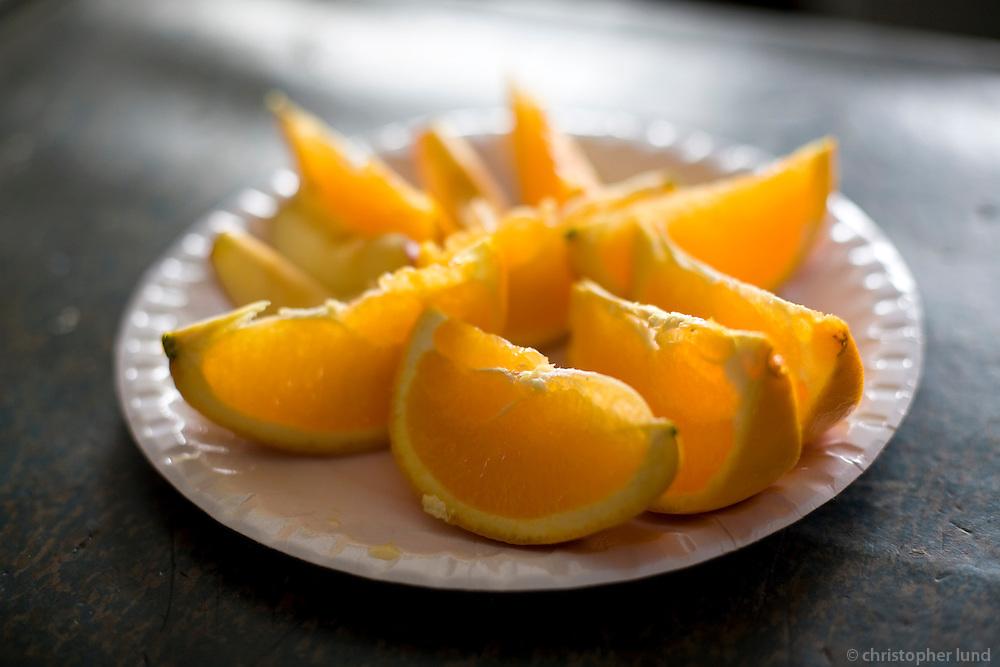Hressandi Appelsínu bíða viðskiptavina í búðinni í Ásgarði.