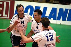 01-04-2001 VOLLEYBAL: FLORIE VREVOK - ALCOM CAPELLE: NIEUWEGEIN<br /> Martin van der Horst, Josha Kailola en Peter Blange<br /> &copy;2001-WWW.FOTOHOOGENDOORN.NL