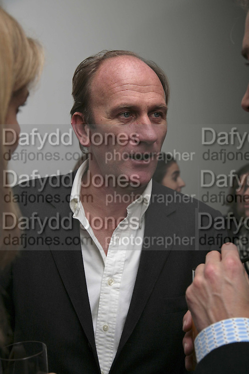 David Flintwood, India Hicks And Crabtree & Evelyn launch new skincare range. : Hempel Hotel, 31-35 Craven Hill Gardens, London, W2, 22 November 2006. ONE TIME USE ONLY - DO NOT ARCHIVE  © Copyright Photograph by Dafydd Jones 66 Stockwell Park Rd. London SW9 0DA Tel 020 7733 0108 www.dafjones.com