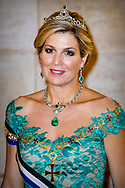 10-10-2017 LISSABON - Staatsbanket in het Pal&aacute;cio da Ajuda president Rebelo de Sousa<br />  koningin maxima en koningin Willem Alexander voor een 3 daags staatsbezoek aan Portugal Copyright Robin Utrecht  Staatsbezoek , Portugal , koningin ,maxima , koning ,Willem Alexander , Willem-alexander , diadeem , gala <br /> <br /> 10-10-2017 LISBON - State Bank in Pal&aacute;cio da Ajuda president Rebelo de Sousa<br /> &nbsp; Queen Maxima and Queen Willem Alexander for a 3 day state visit to Portugal Copyright Robin Utrecht State Visit, Portugal, Queen, Maxima, King, Willem Alexander, Willem Alexander, Diadem, Gala