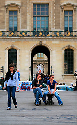 FRANCE PARIS 27JUL07 - Pedestrians rest on a bench on the Pont des Arts facing the Louvre.. . jre/Photo by Jiri Rezac. . © Jiri Rezac 2007. . Contact: +44 (0) 7050 110 417. Mobile:  +44 (0) 7801 337 683. Office:  +44 (0) 20 8968 9635. . Email:   jiri@jirirezac.com. Web:    www.jirirezac.com. . © All images Jiri Rezac 2007 - All rights reserved.