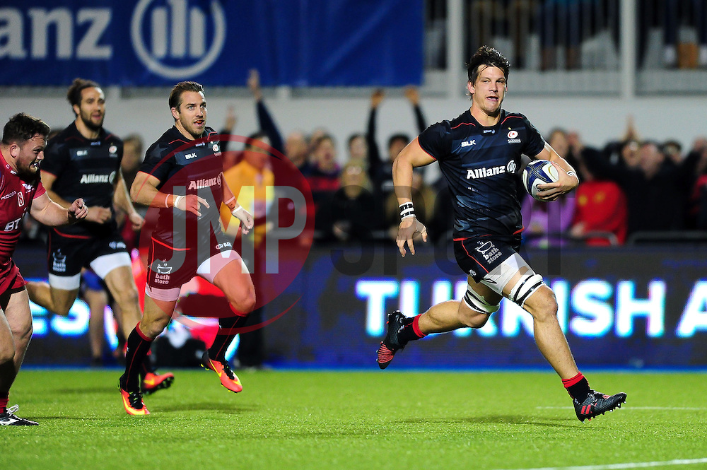 Michael Rhodes of Saracens runs in a try in the second half - Mandatory byline: Patrick Khachfe/JMP - 07966 386802 - 22/10/2016 - RUGBY UNION - Allianz Park - London, England - Saracens v Scarlets - European Rugby Champions Cup.