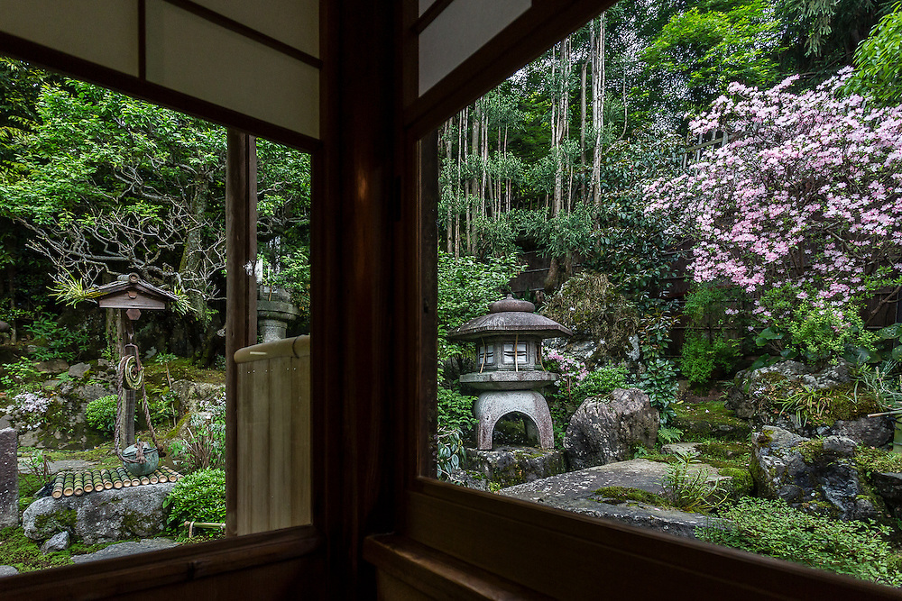 Two windows in a corner of Rakusho overlook the small japanese garden. Rakusho is one of the oldest traditional tea and sweet shops of Kyoto