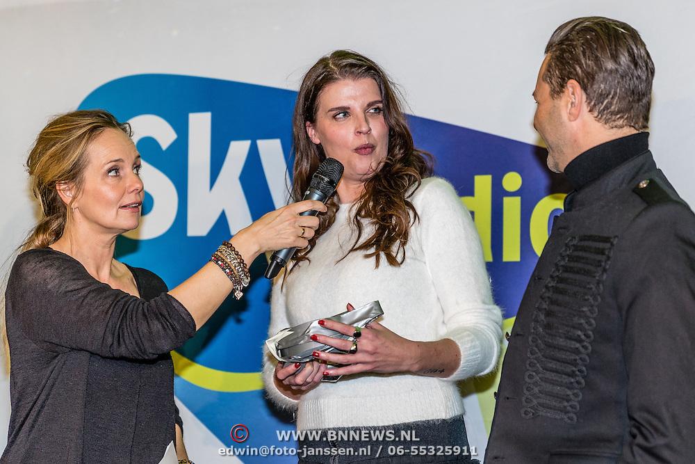 NLD/Amsterdam/20161207 - 8e Sky Radio's Christmas Tree For Charity, Marlayne Sahulpala, Manon Meijers en Fred van Leer