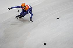 12-01-2018 DUI: ISU European Short Track Championships 2018 day 1, Dresden<br /> Sjinkie Knegt NED #2 moet corrigeren om goed door de bocht te komen