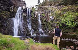 THEMENBILD - ein Wanderer blickt auf die Fairy Pools Wasserfälle, Glen Brittle, Isle of Skye, Schottland, aufgenommen am 12. Juni 2015 // a hiker watch at the Fairy Pools Waterfalls, Glen Brittle, Scotland on 2015/06/12. EXPA Pictures © 2015, PhotoCredit: EXPA/ JFK
