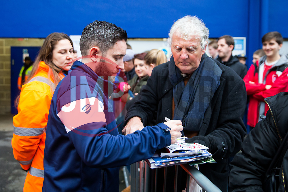 Bristol City Head Coach Lee Johnson greets supporters - Rogan/JMP - 23/12/2017 - Loftus Road - London, England - Queens Park Rangers v Bristol City - Sky Bet Championship.