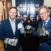 NLD/Den Bosch/20170510 - Persconferentie Glory 41, directeur Brabant Hallen en burgemeester Ton Rombouts met bokshandschoenen