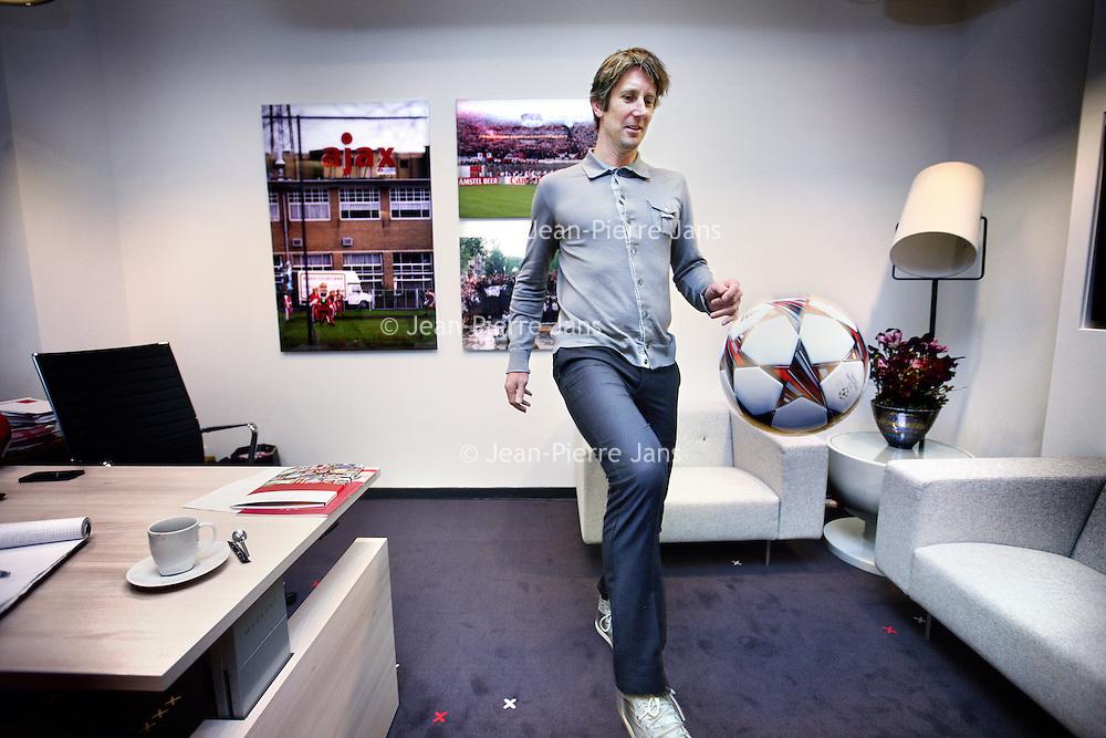 Nederland, Amsterdam 22 november 2013. ,<br /> Edwin van der Sar (Voorhout, 29 oktober 1970) is de directeur marketing van AFC Ajax. Van der Sar speelde tussen 1990 en 2011 zelf profvoetbal als doelman voor Ajax, Juventus, Fulham en Manchester United en kwam, als recordinternational, 130 keer uit voor het Nederlands voetbalelftal.<br /> Op de foto: Edwin van der Sar trapt een balletje op zijn kantoor in de Ajax Arena stadion.<br /> Former professional football player and goalkeeper Edwin van der Sar is the marketing director of AFC Ajax.
