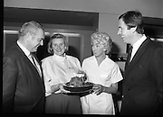 Housewife Of The Year Regional Final..1986..03.11.1986..11.03.1986..3rd November 1986..The Calor/Kosangas sponsored Housewife Of The Year competition was held in the Gresham Hotel,Dublin. The Dublin Regional Final was won by Mrs Patricia Connolly from Clane,Co Kildare...Pictured at the Calor Kosangas regional final were: Mr Paddy Byrne,Area Manager,Calor Kosangas,Mrs Margaret Stapleton,a finalist,Mrs Elizabeth Boyhan and Mr Noel Cullen, the cookery judges.