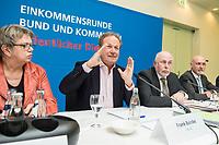 08 FEB 2018, BERLIN/GERMANY:<br /> Marlis Tepe, Vorsitzende GEW, Frank Bsirske), Vorsitzender ver.di, Ulrich Silberbach, Bundesvorsitzender dbb, Volker Geyer, Stellv. Bundesvorsitzender dbb, (v.L.n.R.), Pressekonferenz der Dienstleistungsgewerkschaft ver.di und des Deutschen Beamtenbundes, dbb, zur Einkommensrunde Bund un Kommunen im &Ouml;ffentlichen Dienst, Hotel Melia<br /> IMAGE: 20180208-01-036
