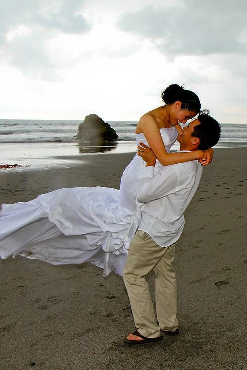 The Suu Hotels in Manuel Antonio makes an elegant backdrop for this handsome couple. A quick drive from the beach makes for some great tropical wedding photos Photographers in Costa Rica, getting married in costa rica, costa rica marriage requirements Photographers in Costa Rica, getting married in costa rica, costa rica marriage requirements, costa rica photography, costa rica marriage traditions, wedding cr