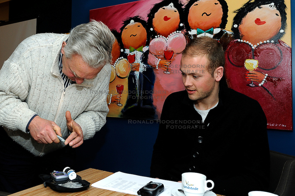25-02-2011 ALGEMEEN: VOLLEYBALCLINIC BVDGF: ZWOLLE<br /> In samenwerking met Bosman zal de BvdGF in 2011 starten met een Sportief met Diabetestour langs verschillende ziekenhuizen in Nederland. De Sportief met Diabetestour is bedoeld om volwassenen met diabetes type 1 te informeren over sport en diabetes<br /> &copy;2011-WWW.FOTOHOOGENDOORN.NL