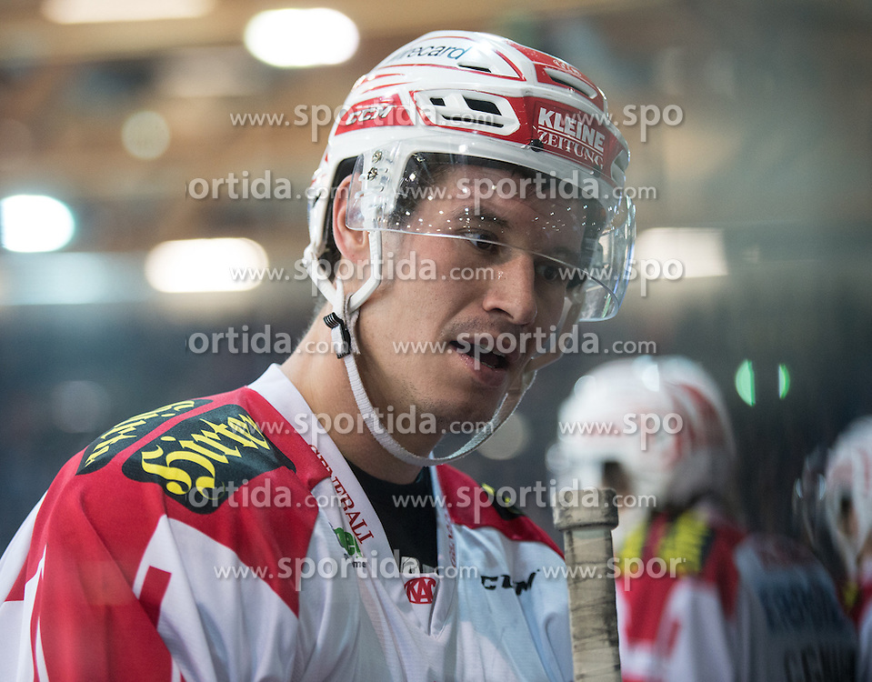 28.12.2015, Keine Sorgen Eisarena, Linz, AUT, EBEL, EHC Liwest Black Wings Linz vs EC KAC, 36. Runde, im Bild Oliver Setzinger (EC KAC) // during the Erste Bank Icehockey League 36th round match between EHC Liwest Black Wings Linz and EC KAC at the Keine Sorgen Icearena, Linz, Austria on 2015/12/28. EXPA Pictures © 2015, PhotoCredit: EXPA/ Reinhard Eisenbauer