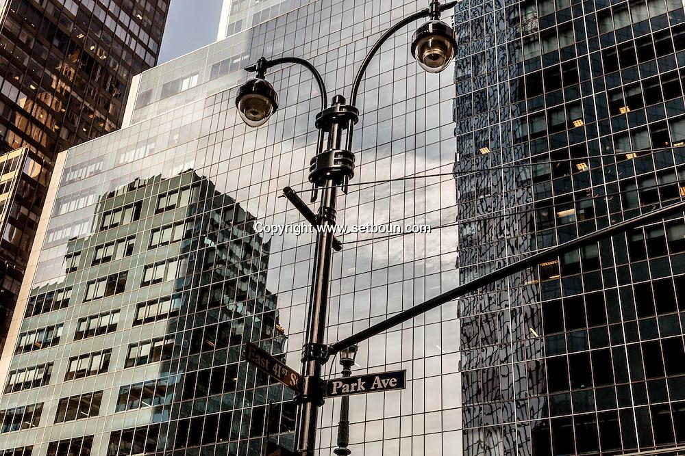 New York. mirror games on buildings on Madison avenue  New York - United States  / jeu de mirroir sur les immeuble de madisson avenue New York Manhattan - Etats unis
