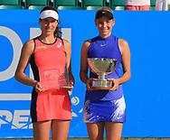 Finalist JOHANNA KONTA (GBR) und  Siegerin DONNA VEKIC (CRO) mit Pokal, Sieger im  Damen Final, AEGON Open Nottingham 2017<br /> <br /> Tennis -  Nottingham Open 2017 - WTA -   Nottingham Tennis Centre, Nottingham, Nottinghamshire, - Nottingham -  - Great Britain  - 18 June 2017. <br /> &copy; Juergen Hasenkopf