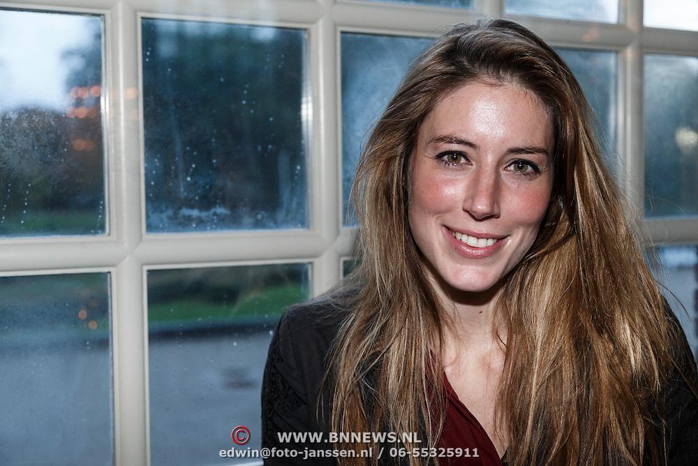 """NLD/Zeist/20131103 - CD presentatie Gordon """" Liefde overwint alles """", pianiste Iris Hond"""