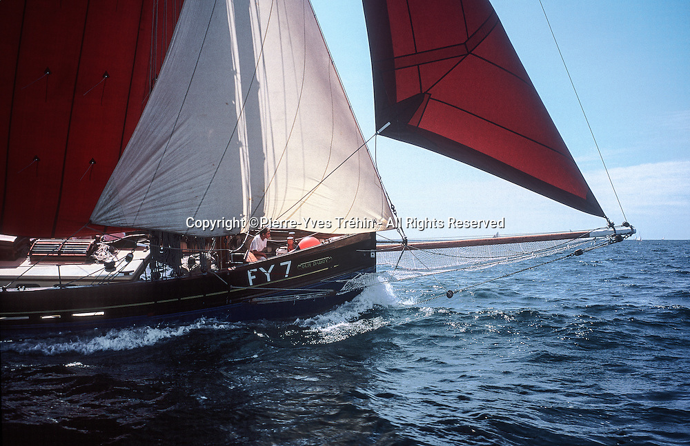 1921 Cornish lugger Our Daddy sailing upwind in Douarnenez Bay. Carrying 2,500 sq feet of sail, the yacht easily overtakes its competitors in regatas.<br />