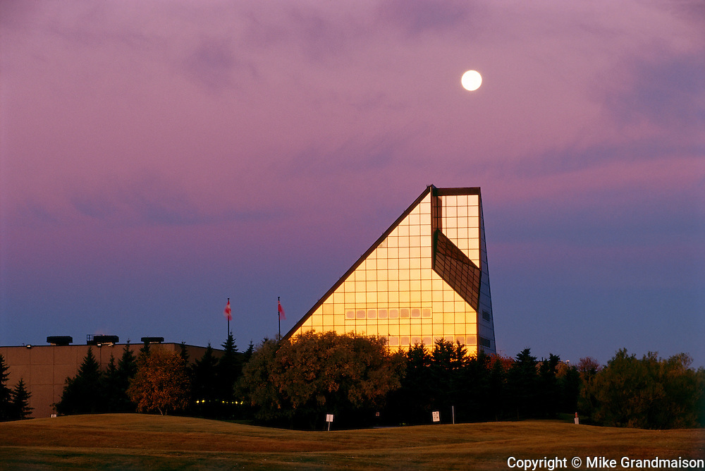 Full moon over the Royal Canadian Minta st sunrise<br /> Winnipeg<br /> Manitoba<br /> Canada