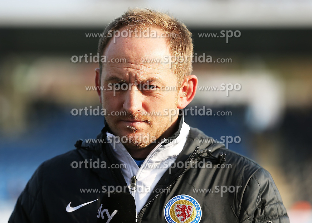22.11.2014, Frankfurter Volksbank Stadion, Frankfurt, GER, 2. FBL, FSV Frankfurt vs Eintracht Braunschweig, 14. Runde, im Bild vl. Trainer Torsten Lieberknecht (Eintracht Braunschweig) Portrait // during the 2nd German Bundesliga 14th round match between 1FSV Frankfurt and Eintracht Braunschweig at the Frankfurter Volksbank Stadion in Frankfurt, Germany on 2014/11/22. EXPA Pictures &copy; 2014, PhotoCredit: EXPA/ Eibner-Pressefoto/ Voelker<br /> <br /> *****ATTENTION - OUT of GER*****