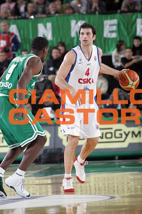 DESCRIZIONE : TREVISO EUROLEGA A1 2004-2005 <br /> GIOCATORE : PAPALOUKAS <br /> SQUADRA : CSKA MOSCA <br /> EVENTO : EUROLEGA 2004-2005 <br /> GARA : BENETTON TREVISO-CSKA MOSCA <br /> DATA : 23/12/2004 <br /> CATEGORIA : Palleggio <br /> SPORT : Pallacanestro <br /> AUTORE : Agenzia Ciamillo-Castoria/S.Silvestri